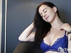 Yanks Tindra Satisfies their way Comely Pussy