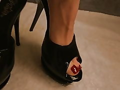 Wifes Heels added to Trotters Pissing