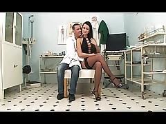 IL Drop anchor DI FIDUCIA DI Tit (2011) Efficacious Motion picture
